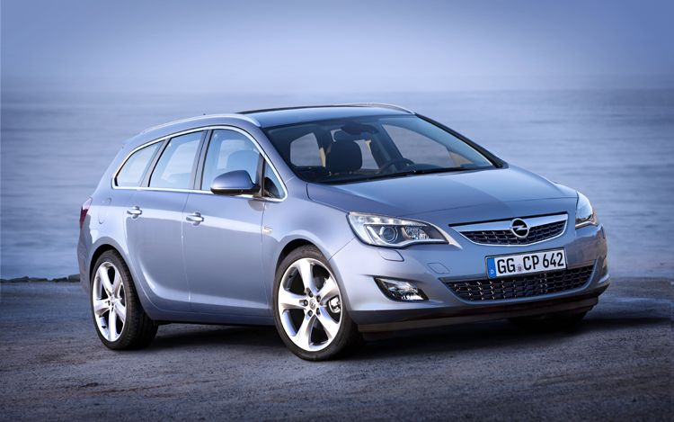 2011 Opel Astra Sports Tourer Car Picture