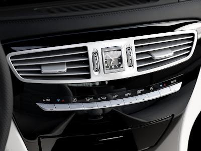 2011 Mercedes-Benz CL63 AMG Center Console Photo