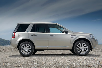 2011 Land Rover Freelander 2 Side View