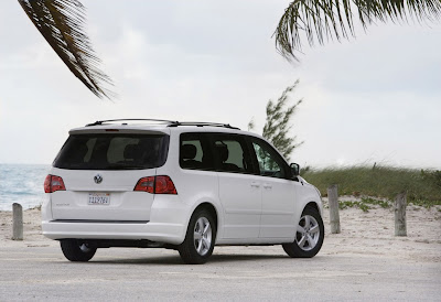 2010 Volkswagen Routan Rear Angle View