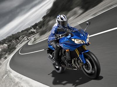 2011 Yamaha Fazer8 Action View