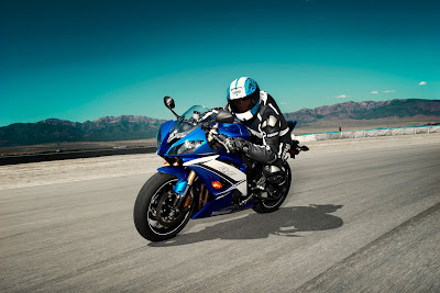 2011 Yamaha YZF-R6 Action