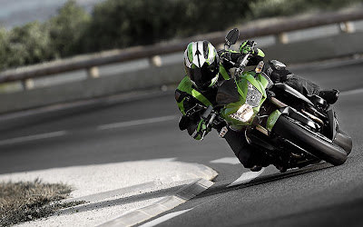 2011 Kawasaki Z750R Action View