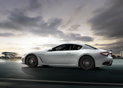 2011 Maserati GranTurismo MC Stradale Side in Motion View
