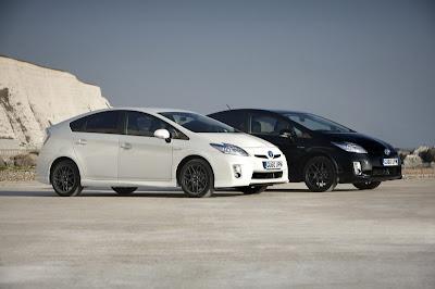 2011 Toyota Prius X Pictures