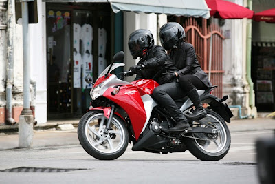 2011 Honda CBR250R Action View
