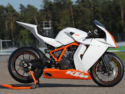 2011 KTM 1190 RC8R on Track First Look