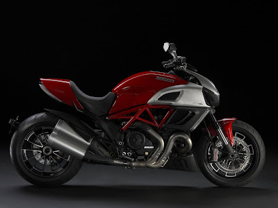 2011 Ducati Diavel Pictures