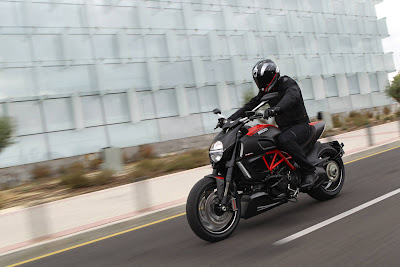 2011 Ducati Diavel Carbon Images