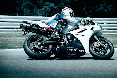 2011 Triumph Daytona 675R Side Action View