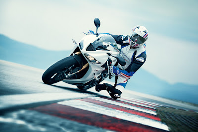 2011 Triumph Daytona 675R Official Pictures