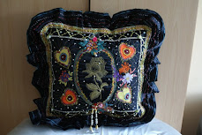 ELEGANTE  PILLOW    -  by  Wanda   Roszak