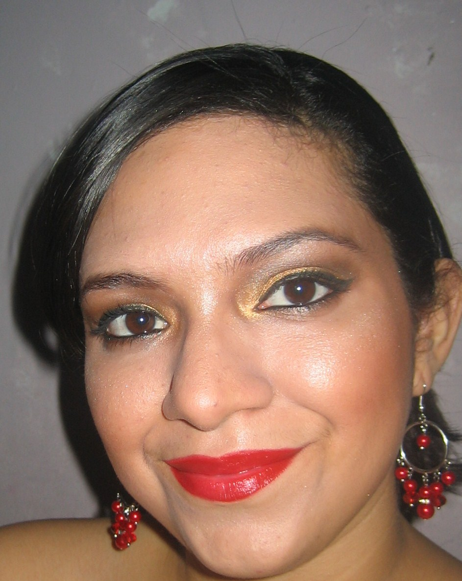 Maquillaje para vestido negro dorado