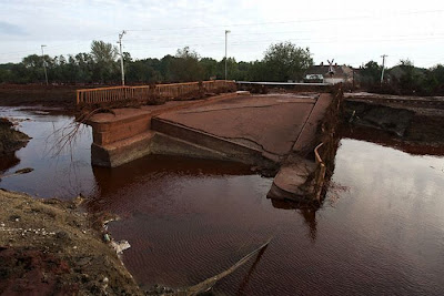 Red Sludge from Alumina Factory Reservoir Pollute Village in  Hungary Seen On www.coolpicturegallery.us