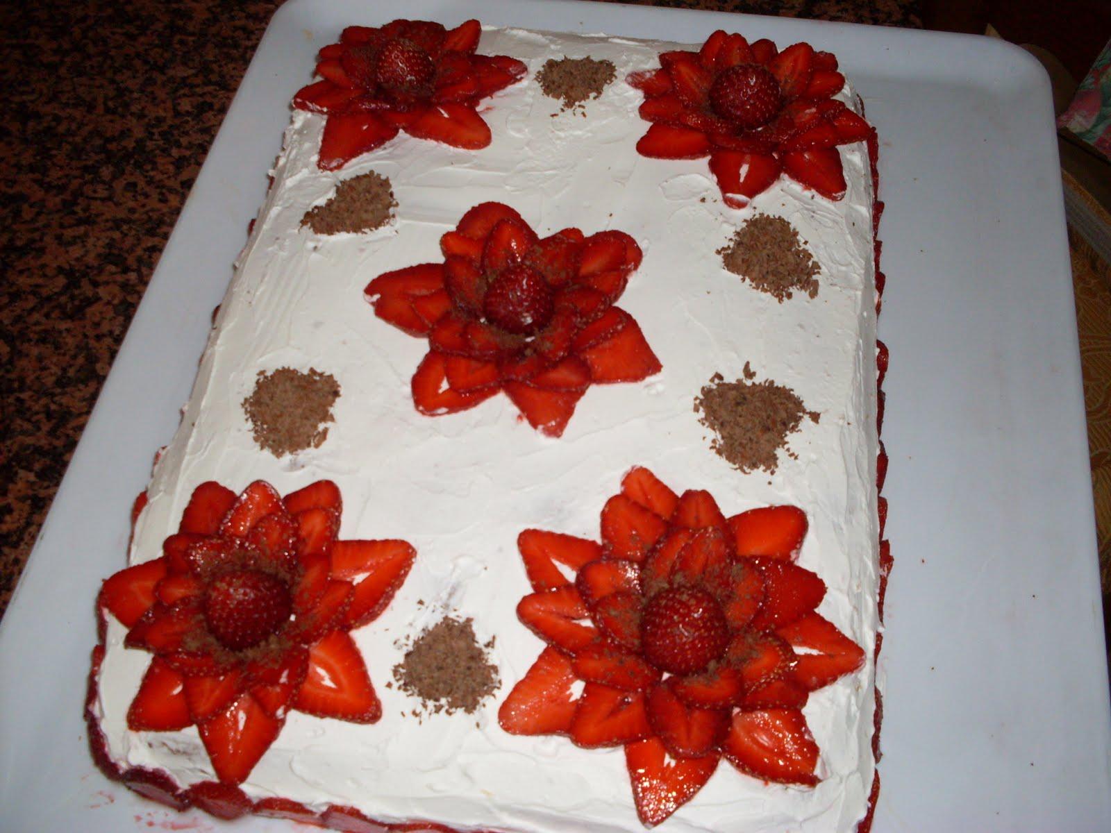Alchimia di min torta fragolosa for Decorazioni torte con fragole e cioccolato