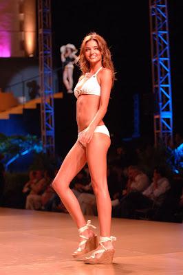 Model Miranda Kerr Bikini  Pictures