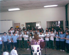 Cantando la milonga a Mataderos junto al Coro del Leopoldo Marechal.