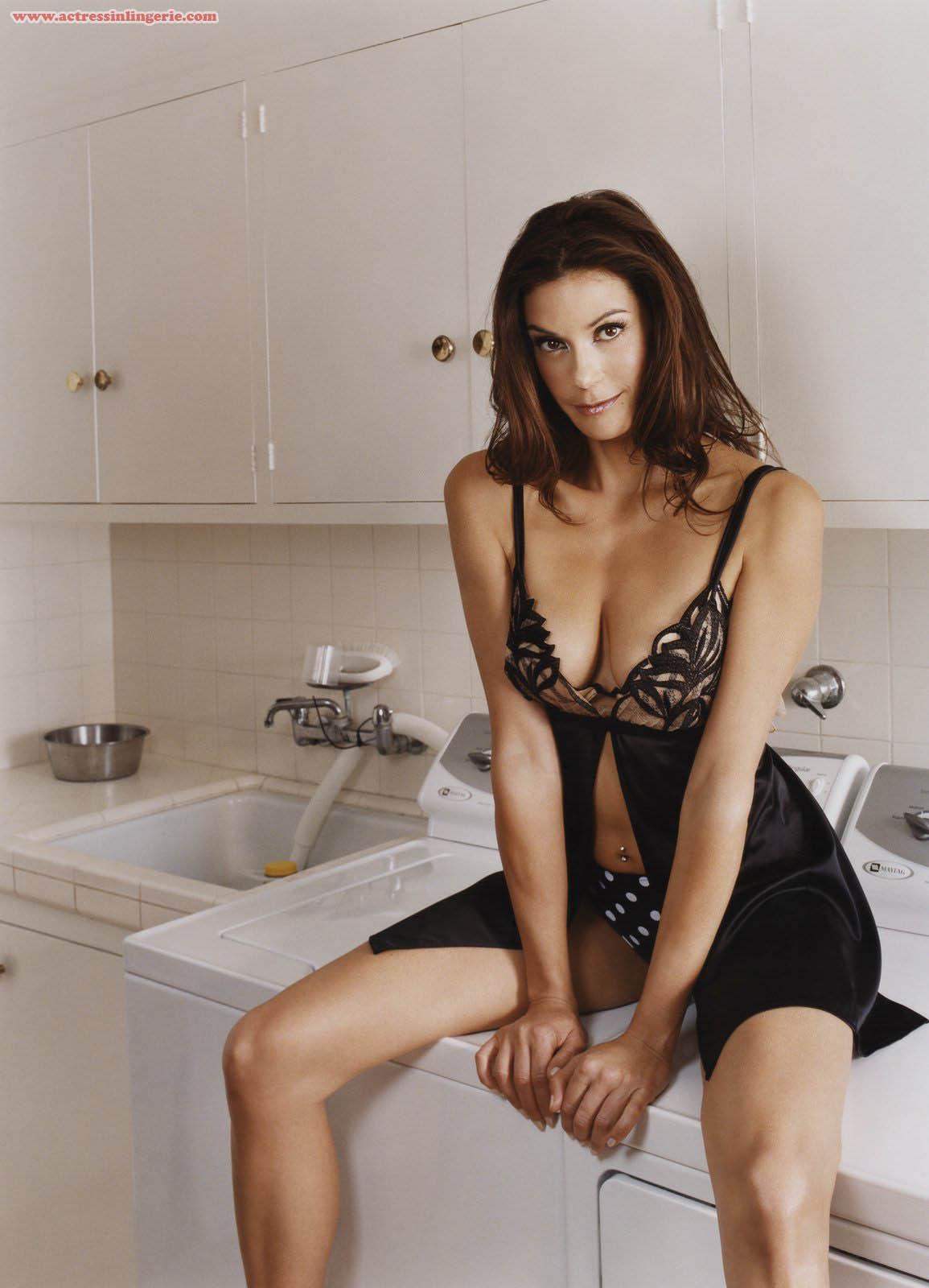 http://4.bp.blogspot.com/_JFX5_9i0Xng/S7TMktffMKI/AAAAAAAADic/zrtemHRH6bM/s1600/Teri-Hatcher-Underwear+2.jpg