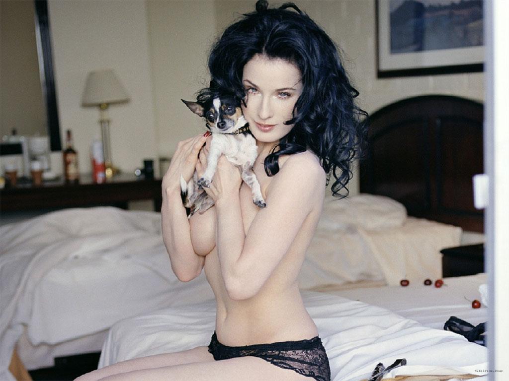 http://4.bp.blogspot.com/_JFX5_9i0Xng/S8CUFEudHbI/AAAAAAAADkk/LBCwqLjmot4/s1600/Dita-von-Teese-Topless-Wallpaper+1.jpg
