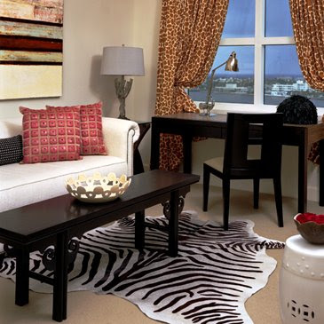 http://4.bp.blogspot.com/_JGKTfCWVo5s/SQgPBcRA13I/AAAAAAAAAG8/MWY8OUL29YY/s400/shelly-riehl-david-living-room-zebra_e.jpg