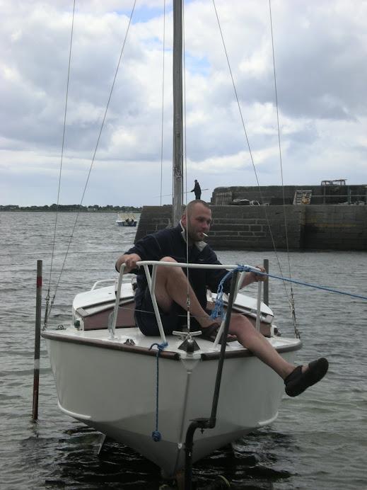 przyczepa w wodzie razem z łódką   LAUNCHING Tarrea Quay Kinvarra Bay  15/06/2008