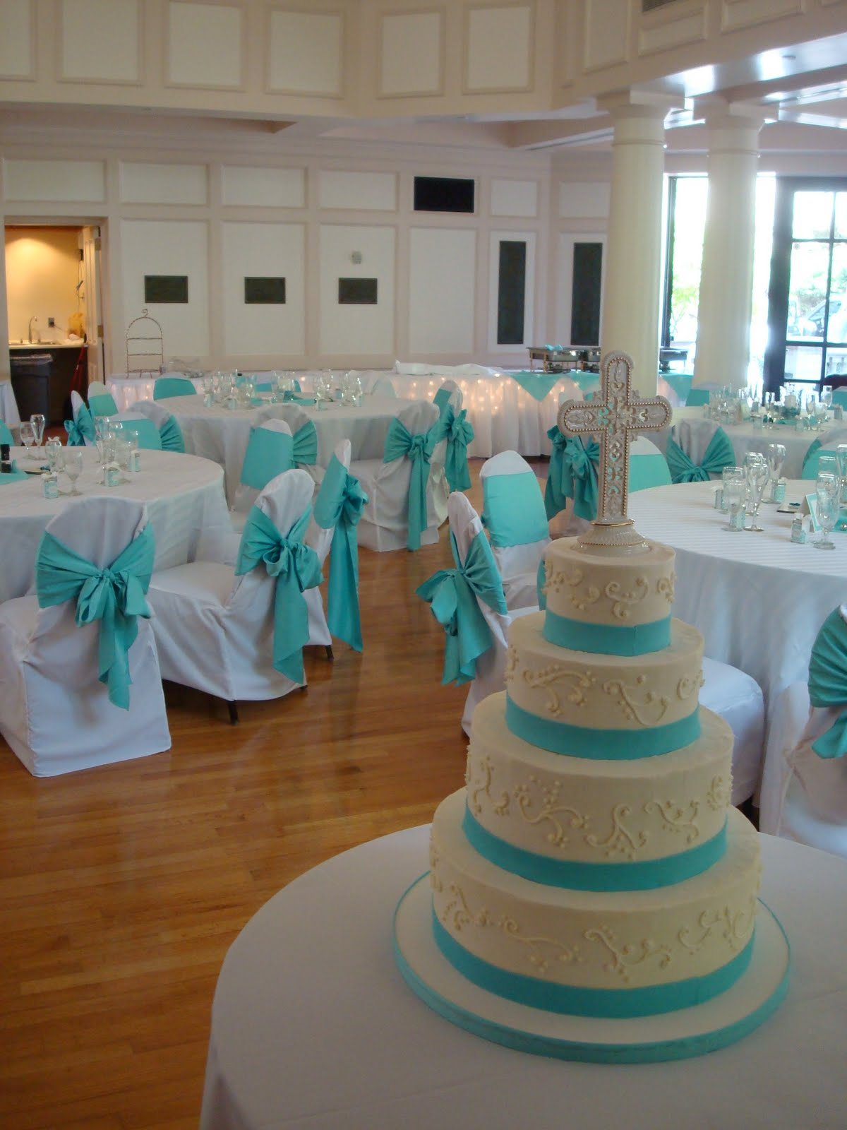 Turquoise And White Wedding Decorations Sweet Grace Cake Designs April 2010