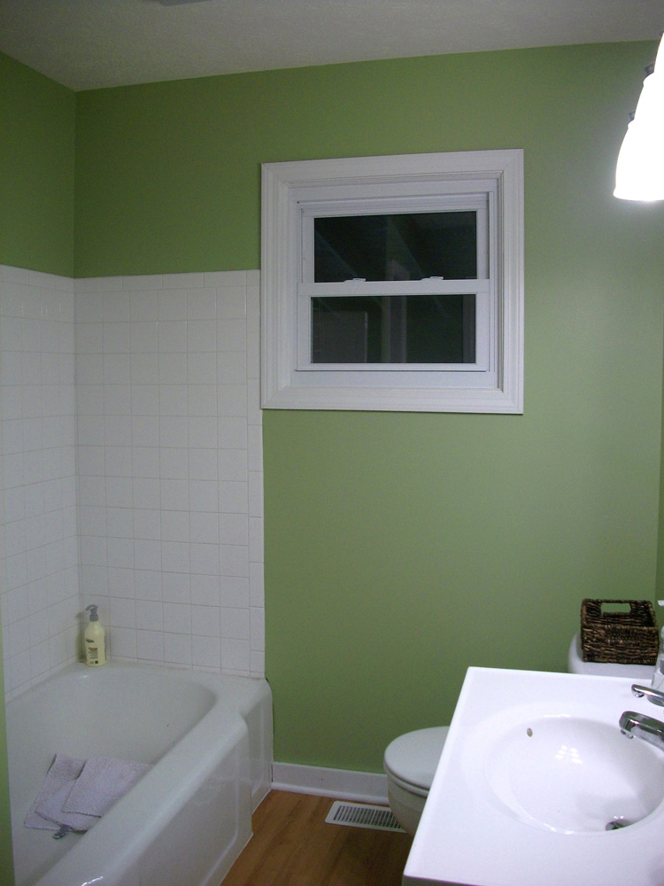 Bathroom paint color ideas black amp white bathroom home for Paint bathroom ideas color