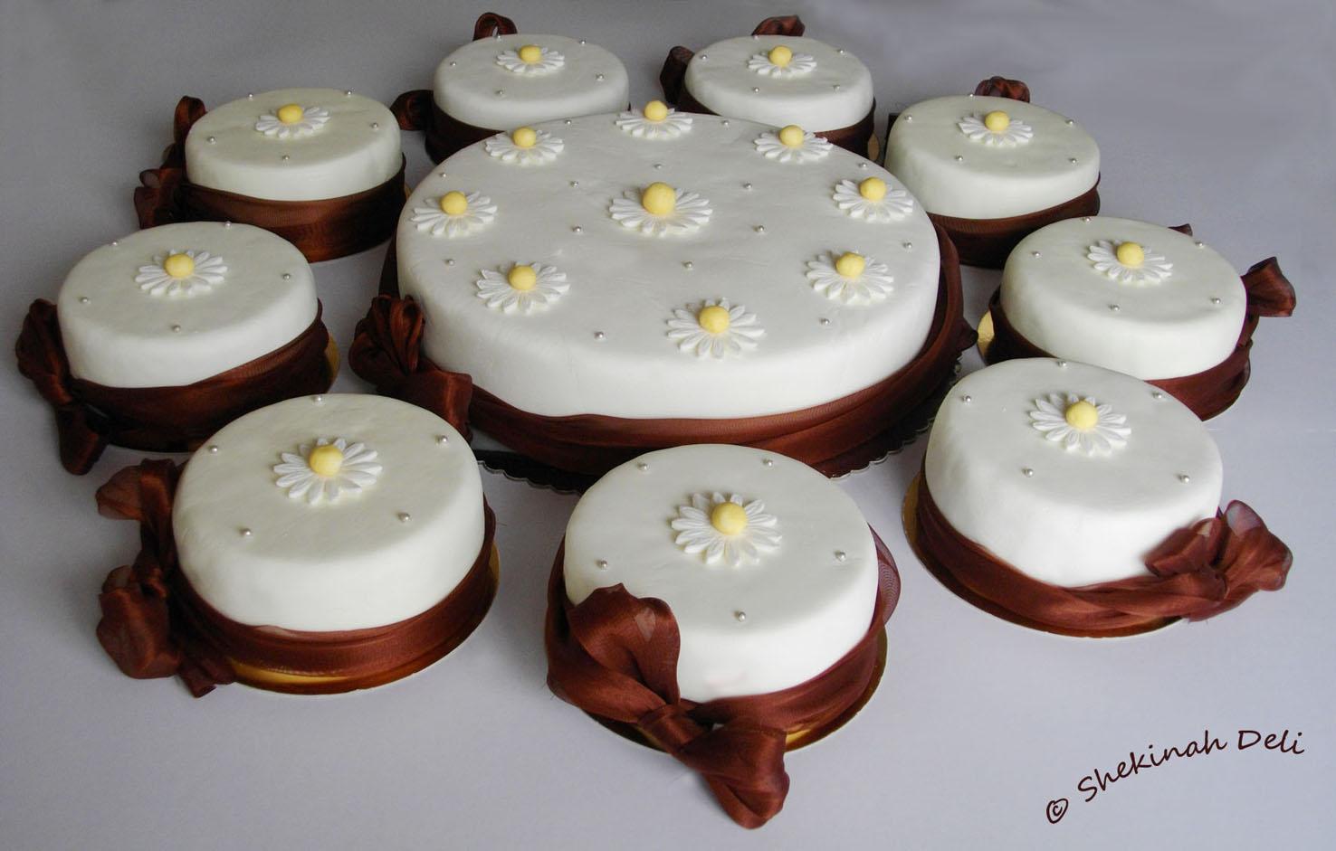 Daisy Theme Birthday Cake