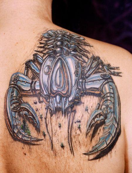 Tattoo scorpio (kalajengking) dan laba-laba ini menggunakan teknik ...