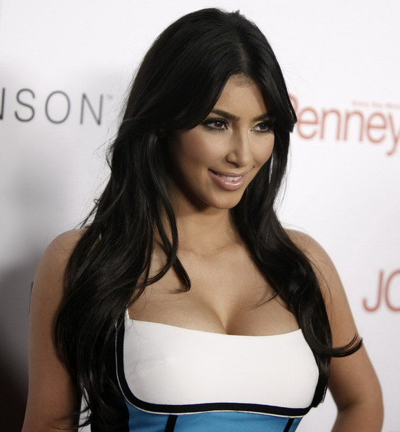 Kim Kardashian & Keri Hilson - Grammys 2011 Red Carpet and video