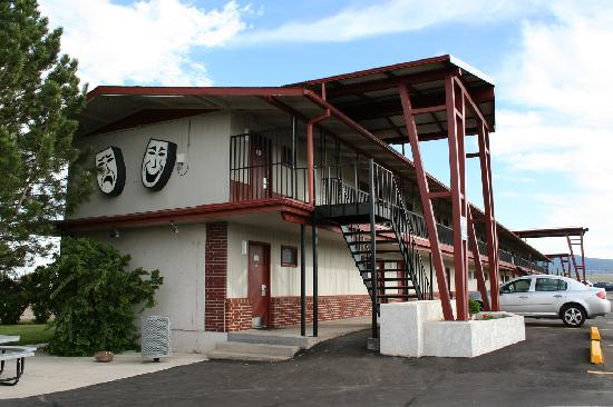 The captain 39 s ramblings movie manor motor inn for Manor motor lodge two queens