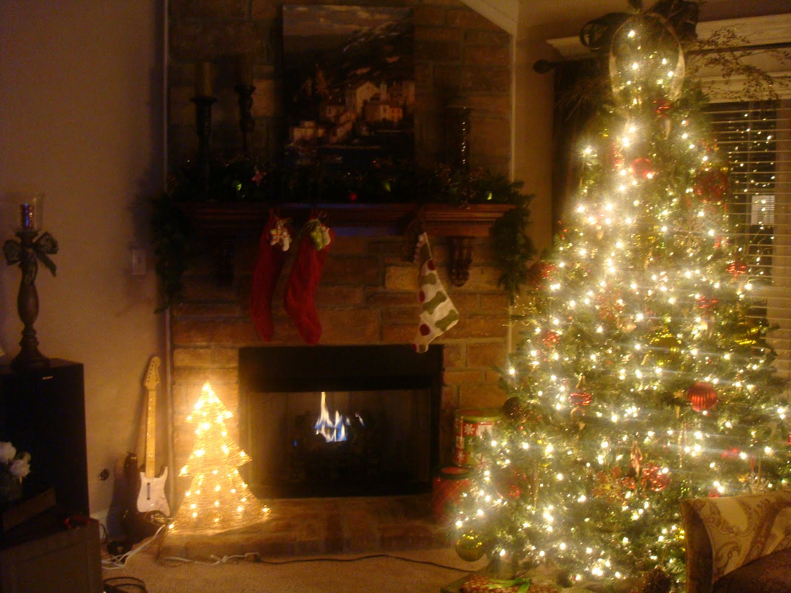 Christmas Tree Fireplace Scene Viewing Gallery