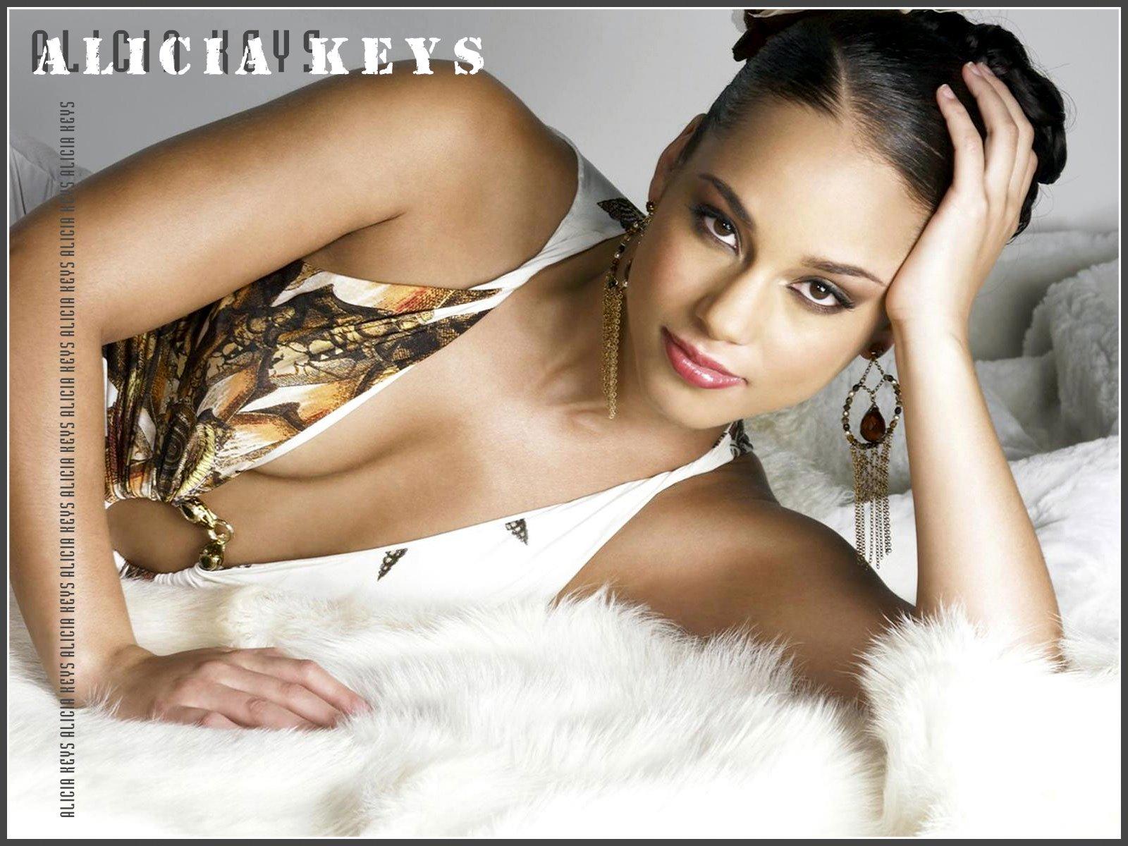 http://4.bp.blogspot.com/_JNh98yyLeXw/S-4ZX_DEubI/AAAAAAAAB9M/feeuqEq9rgc/s1600/Beauty-Alicia_Keys0014.jpg