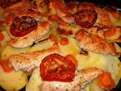 Articole culinare : CARTOFI CU PIEPT DE GAINA LA CUPTOR