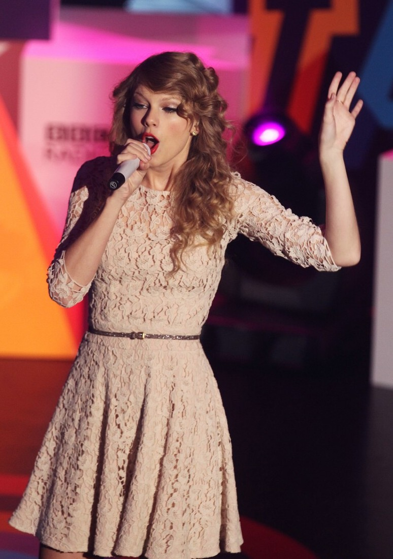 taylor swift bbc teen awards 2010! | rista spears