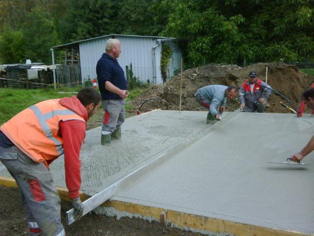 Notre maison passive en bois le b ton s 39 est termin for Couler dalle beton garage