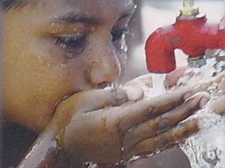 http://4.bp.blogspot.com/_JQyKg_J8uwY/TQ9RZh6qZqI/AAAAAAAAFR4/K_V9rPYVIEk/s1600/por+un+trago+de+agua.JPG