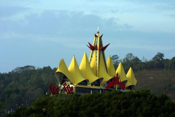 sumber: http://4.bp.blogspot.com/_JTS77k2JgpA/TIUXPA7chJI/AAAAAAAAACI/APGAB6-_m9U/s1600/Lampung_Menara+Siger.jpg
