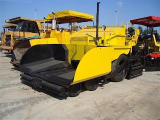 1 721723 REPARTIZOR ASFALT DEMAG DF 115 P Second Hand de vanzare utilaje drumuri asfalt 2002 52.500 Euro