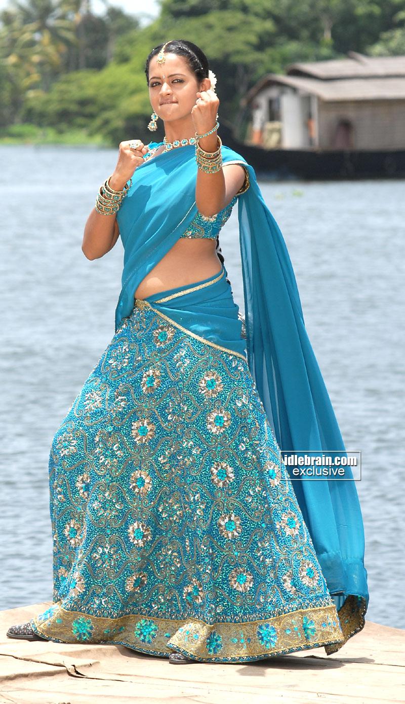 Actress headlines bhavana hot navel show in half saree bhavana hot navel show in half saree thecheapjerseys Images