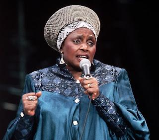 Miriam Makeba Africa on Sul Africana Zenzile Miriam Makeba Tambem Conhecida Como Mama Africa