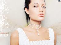 Angelina Jolie looked very nice and beautiful.