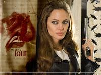 Angelina Jolie's Domestic partner is bard pett.