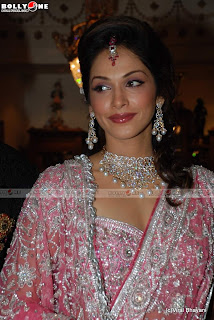 Isha Koppikar photo