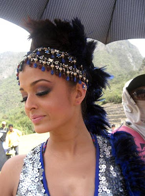 Aishwarya rai is in Blue dress.