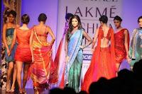 Shruti Hassan walk on ramp in sexy saree
