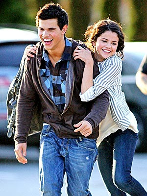 Taylor Lautner & Selena Gomez - Still Dating! Here's Proof!