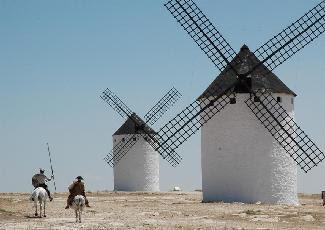 Campo de criptana for Piscina molino de viento y sombrilla