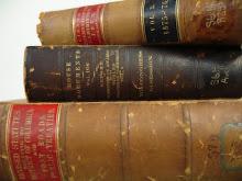 A beleza dos velhos livros, não tem igual a magia da história que contam entre as páginas amarelas.