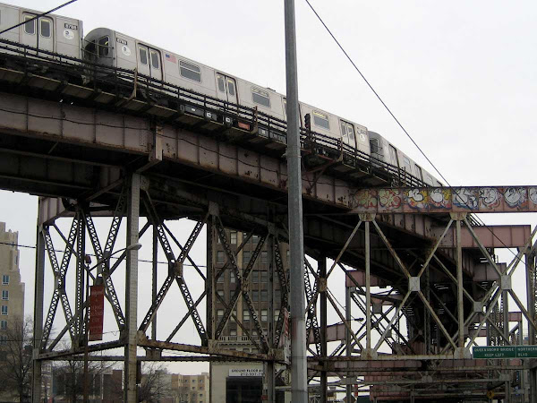 Arriving Train - N/Q Train rounding into Queensboro Plaza, at Northern Blvd.